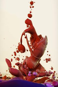Alberto Seveso is an Italian artist specializing in illustration, graphic design and photography. Born in Milan, Seveso currently lives and works as a freelance artst from his hometown of Po. High Speed Photography, Art Photography, Splash Photography, Amazing Photography, Floating Globe, Ink In Water, Colossal Art, Paint Splash, Italian Artist