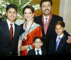 Noman Ijaz With Family: Pakistani Actor currently hosting comedy show Mazaq Raat and well known drama character Mera Sain, Family Photo With Wife and three sons.