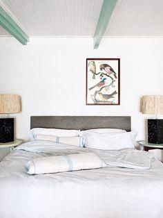 La casa de Jaime Gubbins - AD España, © D. R. Lámparas de Trevor Dyckman en la habitación de huéspedes de la casa que fue nuestra portada de Julio/Agosto 2015.