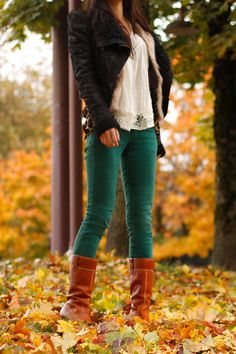 fall fashion->picture yourself with the new TOMS Nepal boots=perfection Cute Winter Outfits, Stylish Outfits, Cool Outfits, Fashion Outfits, Winter Clothes, Green Skinnies, Green Jeans, Friends Time, Autumn Winter Fashion