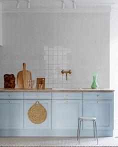 Kitchen Interior, New Kitchen, Kitchen Dining, Kitchen Decor, Kitchen Cabinets, Restaurant Kitchen, Home Additions, Kitchenette, Eclectic Decor