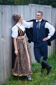 Regional costumes from Cieszyn, Poland. Polish Clothing, Folk Clothing, Historical Clothing, Folk Costume, Costumes, German Costume, Ukraine, Polish Folk Art, Arte Popular