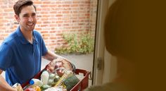 Het is een trend waar steeds meer supermarkten op inspringen: boodschappen thuisbezorgen. De consument is steeds drukker, en het wekelijkse of twee-wekelijkse bezoekje aan de plaatselijke supermarkt schiet er steeds vaker bij in. Hoe handig is het dan dat de supermarkt jouw boodschappen gewoon komt thuisbezorgen? Jij kiest de boodschappen die je nodig hebt in ... Meer lezen