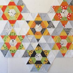 how well play all this fabrics together! Wonderful choice and pattern, @alanedaviscreates ! #modernbackgrounds #commafabric #zenchic #showmethemoda