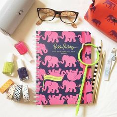#lillyagenda via @ carmenicole | Hey, @Lilly Oh Oh Pulitzer! This is my #lillyagenda. I use it the most on Mondays to plan the week + manicures while I listen to music.