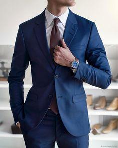 Men's navy blue suit Mens Fashion Blog, Mens Fashion Suits, Mens Suits, Men's Fashion, Fashion Styles, Retro Fashion, Winter Fashion, Fashion Tips, Fashion Trends