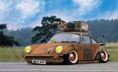 Rusty Porsche with roof rack