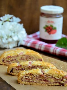 Tiroler Strudel - Baking Barbarine Tiroler Strudel // Tyrolean short pastry strudel with red currant jam // Typically Austrian taste // Baking Barbarine Healthy Eating Tips, Healthy Nutrition, Sweet Recipes, Cake Recipes, Drink Recipes, Red Currant Jam, Short Pastry, Cake Blog, Blueberry Cake