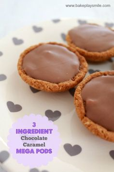 These 3 ingredient Chocolate Caramel Mega Pods are just like the Mars Pods but so much yummier (and bigger! Chocolate Caramel Tart, Chocolate Caramels, Chocolate Tarts, Chocolate Cheesecake, Baking Recipes, Cookie Recipes, Dessert Recipes, Baking Ideas, Cupcake Recipes