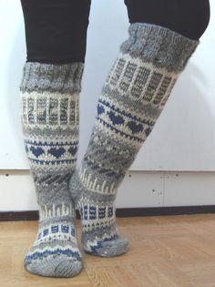 Kuvahaun tulos haulle anelmaiset Crochet Socks, Knitting Socks, Knit Crochet, Sexy Socks, Leg Warmers, Mittens, Christmas Stockings, Weaving, Embroidery