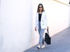 midilema.com | Sweatpants | Lucía Peris is wearing Forever 21 grey sweatpants, Bershka black bodysuit, Mango white blazer, Stradivarius sunglasses, Michael Kors golden watch, and black office-like bag. Topshop white sneakers. topshopstyle. Ponytail hairstyle.