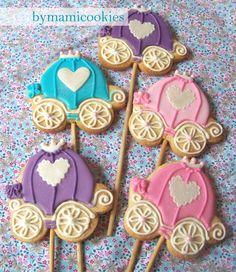 Princess Coach Sugar Cookies for a Princess Party Cute Cookies, Cupcake Cookies, Sugar Cookies, Cupcakes Princesas, Princesse Party, Cinderella Birthday, Cinderella Coach, Princess Cookies, Disney Cookies