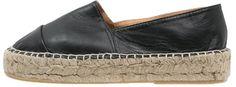 "Pin for Later: Tut euren Füßen etwas Gutes mit Espadrilles  Topshop ""Kangeroo"" Espadrilles aus schwarzem Leder (60 €)"