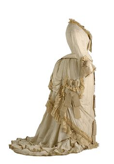 Conjunto de traje con polisón, ca. 1875-1880. Exposición Jaulas Doradas. Museo del Traje de Madrid: