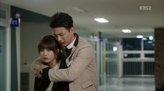 """Cheer Up! """"Sassy, Go Go"""" ♥ - Ha Joon just got beaten up by his by his father again and sees Yoen Doo """"Don´t go.Stay with me for a little bit. This is too painful. Sassy Go Go, Korean Drama Funny, Back Hug, Emergency Couple, Happiness Meaning, Korean Shows, Kdrama Memes, Thai Drama, Ji Soo"""