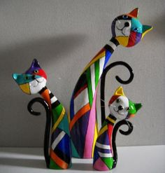 Or maybe polymer clay - I think paper mache will be easier - Paper Mache - Trio by Janneke NeeleFaz muiiito tempo que fiz esses quadrinhos, rssss f iz agatos - to add to my collection of cat statues!Bildresultat för tiger wire armature for paper mac Paper Mache Projects, Paper Mache Clay, Paper Mache Crafts, Clay Projects, Cat Crafts, Diy And Crafts, Arts And Crafts, Clay Cats, Paperclay