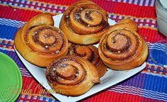 Rulouri cu scortisoara Cinnamon rolls - reteta video Romanian Food, Romanian Recipes, Tinkerbell Party, Sweet Memories, Cinnamon Rolls, Muffin, Pie, Cookies, Breakfast
