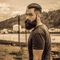 Cute short and full beard styles for men are changing rapidly and gaining lot of importance in the male society. Full beard style is the most popular trend Beards And Mustaches, Hot Beards, Great Beards, Moustaches, Awesome Beards, Epic Beard, Full Beard, Long Beard Styles, Hair And Beard Styles