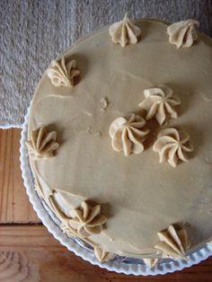 pumpkin-cake w/butterscotch filling & Brown Sugar Icing Just Desserts, Delicious Desserts, Dessert Recipes, Brown Sugar Frosting, Butter Frosting, Yummy Treats, Sweet Treats, Butterscotch Cake, Cake Fillings