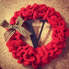 DIY burlap wreath.