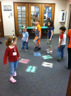 Musical Feet - kind of like musical chairs.but with feet :) Footprints are laminated and attached to the carpet with velcro to avoid slipping and sliding.- There Was An Old Lady. Movement Activities, Music Activities, Music Games, Preschool Activities, Preschool Colors, Preschool Music, Teaching Music, Indoor Recess, Music And Movement