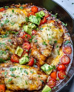 {NEW} Monterey Chicken Skillet 🔥🔥🔥 We're going to add a bit of spice to your dinnertime tonight! This is currently our ABSOLUTE favorite recipe, so I know Clean Eating Recipes, Healthy Eating, Cooking Recipes, Healthy Recipes, Locarb Recipes, Keto Recipes, Healthy Food, Monterey Chicken, Food Crush