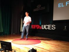 Ahora #GonzaloPeña nos va a contar cómo 2' generan 180º en #TEDxUCES