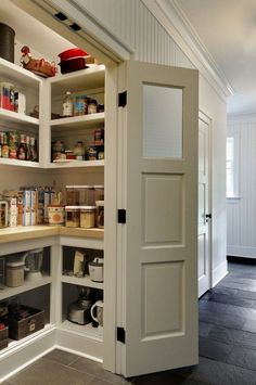 To make the pantry more organized you need proper kitchen pantry shelving. There is a lot of walk in kitchen pantry shelving ideas. Here we listed some to inspire you. Kitchen Pantry Design, Diy Kitchen Storage, New Kitchen Cabinets, Kitchen Countertops, Kitchen Organization, Organization Ideas, Kitchen Pantries, Kitchen With Pantry, Kitchen Decor