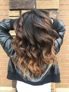 25 Best Hairstyle Ideas For Brown Hair With Highlights: Wavy hairstyle with a gradient from dark brown to golden blonde.