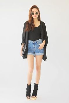 Today's Hot Pick :Denim Washed Blue Roll-Up Shorts http://fashionstylep.com/SFSELFAA0032188/stylenandaen/out The rolled-up hems are mounted to this shorts making it easy to wear and style. It features a conventional button and zip closure type, five-pocket styling, double patched pockets in reverse, and an overall regular fit. Wear with cami shirt and long sleeved cardigan for a matching look.