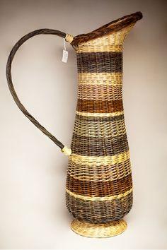 Cruche osier Straw Weaving, Weaving Art, Basket Weaving, Willow Weaving, Rope Basket, Paper Straws, Clothes Line, Wicker Baskets, Rattan