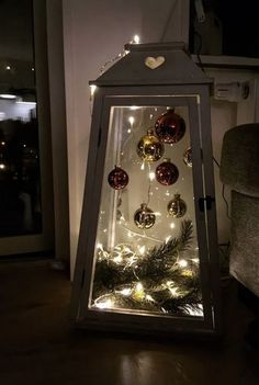 Cheap and Simple DIY Outdoor Christmas Decorations Ideas - .- Günstige und einfache DIY Outdoor Weihnachtsschmuck Ideen – Laternen Cheap and Easy DIY Outdoor Christmas Decorations Ideas – Lanterns - Decoration Christmas, Noel Christmas, Christmas Centerpieces, Rustic Christmas, Xmas Decorations, Christmas Crafts, Christmas Ornaments, Holiday Decor, Outdoor Decorations