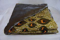 """- Luxury Batiks - Courtepointe en tissu africain wax """"Plumes de Paon"""" et velours de soie beige doré et passepoil en lurex doré. 115 x 240 cm"""
