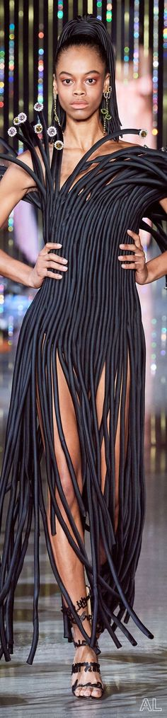Area SPRING 2020 READY-TO-WEAR Ny Fashion Week, Runway Fashion, Fringes, Spring Summer Fashion, Ready To Wear, How To Wear, Fashion Black, Haute Couture, Fashion Show