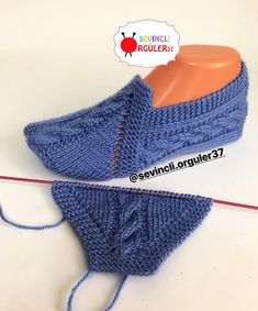 Image gallery – Page 418623727862100479 – ArtofitSuper Easy Slippers to Crochet or to Knit Knitted Baby Cardigan, Knitted Booties, Knitted Slippers, Hand Knitted Sweaters, Knitted Hats, Knitting Socks, Knitting Stitches, Free Knitting, Baby Knitting