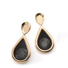 Gold and black drop earrings Colorful Fashion, I Love Fashion, Timeless Fashion, Fashion Photo, Black Drop Earrings, Gold Earrings, Gold Jewelry, Jewelry Box, Fairytale Fashion