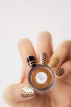 23 Beautiful Nail Art Designs for Coffin Nails - Othence Matte Nails, Glitter Nails, Gold Nails, Black Nails, Popular Nail Designs, Polka Dot Nails, Polka Dots, Manicure E Pedicure, Toe Nail Designs