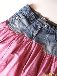 Jolie jupe à partir d'un vieux jean.
