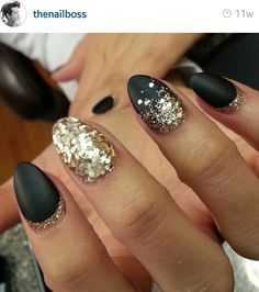 Black and gold glitter sparkles oval nails