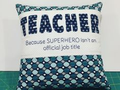 Teacher Appreciation Gift: Pillow with stitched quote Male Teacher Gifts, Teacher Appreciation Gifts, Crochet Cake, Staff Gifts, Applique Pillows, Back To School Gifts, Sewing Tutorials, Sewing Ideas, Free Sewing