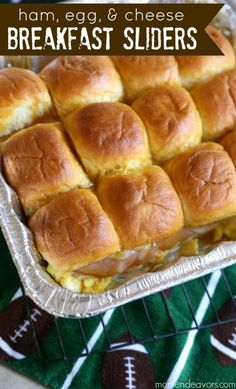 Gameday Breakfast Sliders - Mom Endeavors Welcome to week 3 of the 2012 College Football Saturday Tailgate Party! Last week I shared a football craft (an easy DIY team spirit wreath), so this week I'm changing it up with a super tast…<br> Breakfast Slider, Breakfast Dishes, Breakfast Recipes, Breakfast Casserole, Eat Breakfast, Breakfast Ideas, Breakfast Tailgate Food, Breakfast Sandwiches, Sausage Breakfast