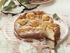 Käsekuchen mit Apfelhaube | Zeit: 30 Min. | http://eatsmarter.de/rezepte/kaesekuchen-mit-apfelhaube-0