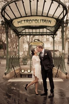 Juliane Berry is a fine art photographer based in Paris, France.  Specializing in film photography for elopements, engagements, proposals, families and portraits.