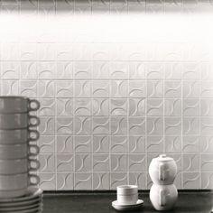 Kho Liang le Collection Mosa heeft een designklassieker uit de jaren zestig opnieuw in productie genomen: de 'Kho Liang Ie Collection'. Glanzend witte tegel