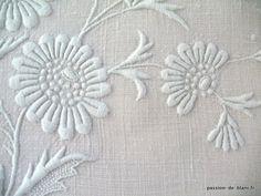 Articles vendus > Monogrammes, dentelles ... > LINGE ANCIEN/Merveilleux monogramme PB brodé main avec imposant relief sur lin pour couture - Linge ancien - Passion-de-Blanc - linge ancien brodé - Antique
