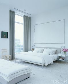 White modern bedroom via Elle Decor, white and grey bedroom design White Bedroom, White Bedroom Furniture, Home Bedroom, Bedroom Design, Luxurious Bedrooms, Bedroom With Sitting Area, Bedroom Inspirations, Modern Bedroom, All White Room