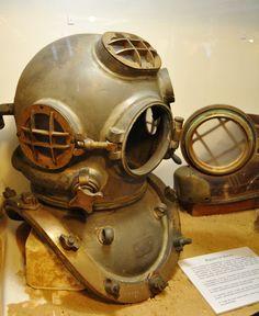 Mark 5 Diving Helmet, Diving Suit, Diver Down, Steampunk, Deep Sea Diver, Space Suits, Sea Diving, Strange Things, Under The Sea