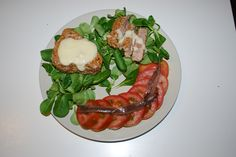 sesame crusted tuna with gorgonzola sauce