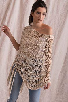Exceptional Stitches Make a Crochet Hat Ideas. Extraordinary Stitches Make a Crochet Hat Ideas. T-shirt Au Crochet, Poncho Au Crochet, Pull Crochet, Mode Crochet, Crochet Cape, Crochet Poncho Patterns, Crochet Shirt, Knit Shirt, Poncho Outfit