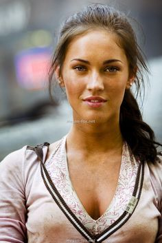 Pin By Ken Swinford On Photo 55 Megan Fox Hair Megan Fox Transformers Megan Fox Pictures
